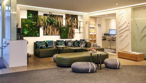 The lobby or reception area at Dandy Hotel-Daan Park Branch