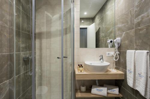 A bathroom at Predicados do Douro Palace