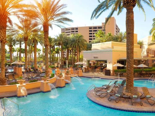 The swimming pool at or close to Hilton Grand Vacations Suites on the Las Vegas Strip