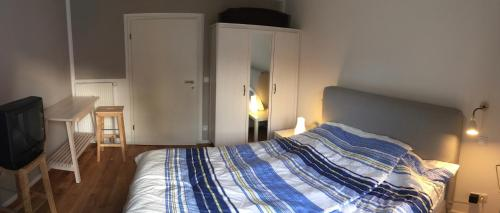 A bed or beds in a room at Apartment nahe Villenviertel
