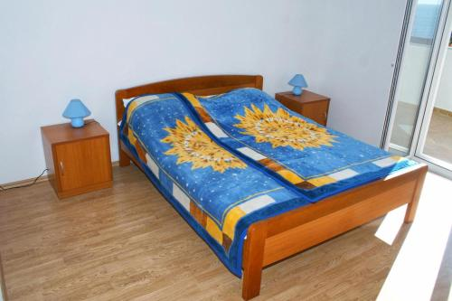 A bed or beds in a room at Apartments with a parking space Sveta Nedilja, Hvar - 4049