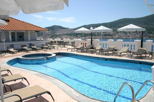 Piscine de l'établissement Samos Hotel ou située à proximité