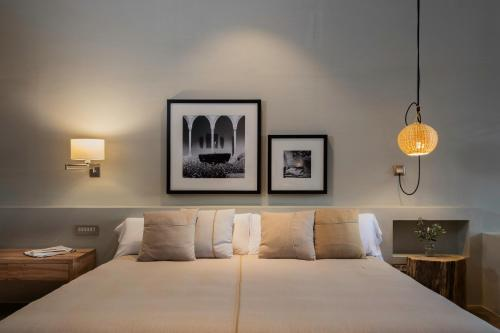 A bed or beds in a room at Hotel Peralada Wine Spa & Golf