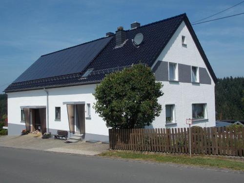 Cozy Holiday Home in Tettscheid with Private Garden