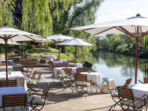 مطعم أو مكان آخر لتناول الطعام في Hotel des Berges, Restaurant Gastronomique & Spa