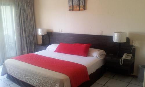 A bed or beds in a room at Hotel Real del Sol
