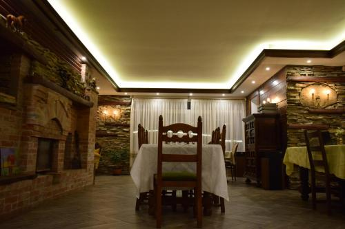 A restaurant or other place to eat at Lakatitsa Guest House