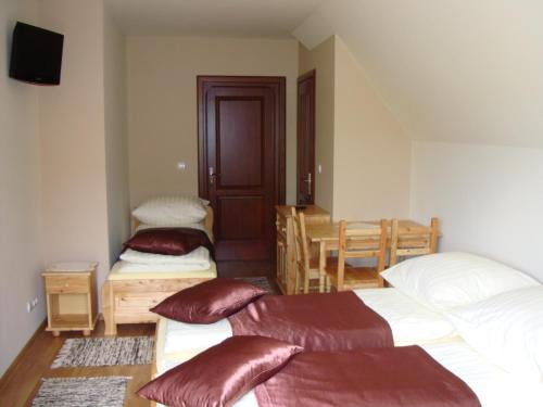 Łóżko lub łóżka w pokoju w obiekcie Jędruś - Rabat na termy Gorący Potok