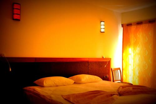 A bed or beds in a room at Simre Hotel