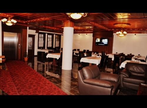A restaurant or other place to eat at Simre Hotel