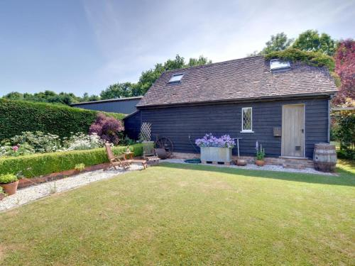 Attractive Holiday Home in Cranbrook Kent with Parking