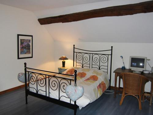 A bed or beds in a room at Quaint Holiday Home for 6 in Vanne