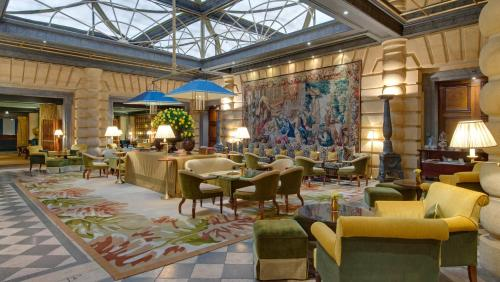 A restaurant or other place to eat at Hotel Metropole Monte-Carlo