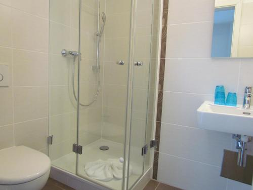 A bathroom at AMENITY-Garden-Apartments