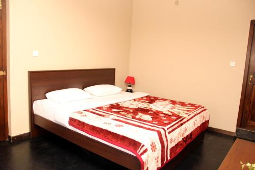 A bed or beds in a room at Perera Homestay