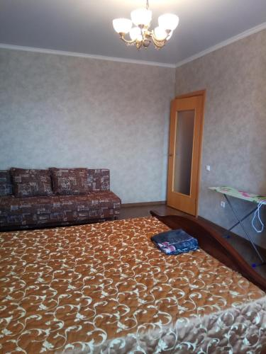 A bed or beds in a room at 1-к на Московском