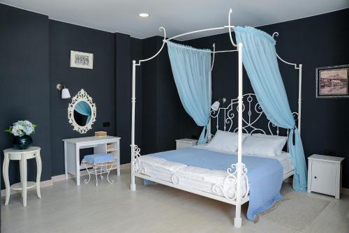Кровать или кровати в номере Бутик-Отель Музея Музыка и время