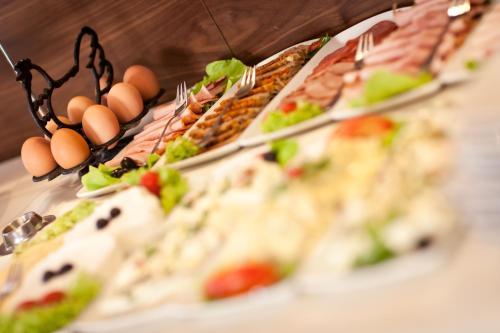 Jedzenie w ośrodku wypoczynkowym lub w pobliżu