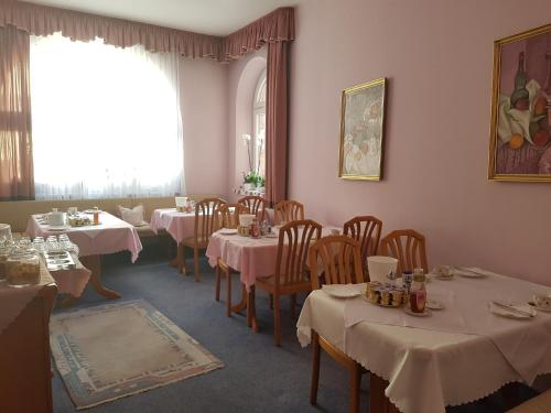 A restaurant or other place to eat at Hotel Garni Keiml