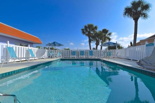 The swimming pool at or close to A Beach Retreat on Casey Key