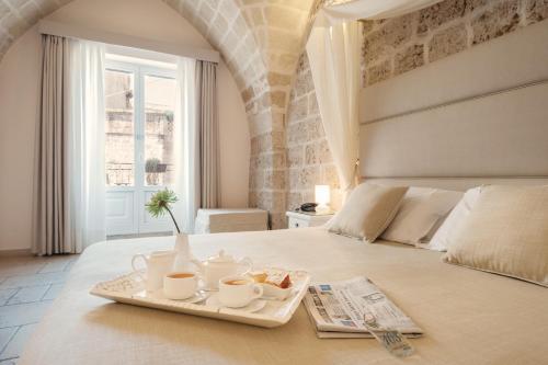 Een bed of bedden in een kamer bij Hotel L'Arcangelo - Boutique Hotel