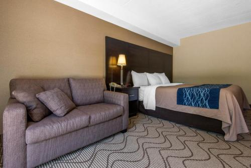 A bed or beds in a room at Comfort Inn Airport