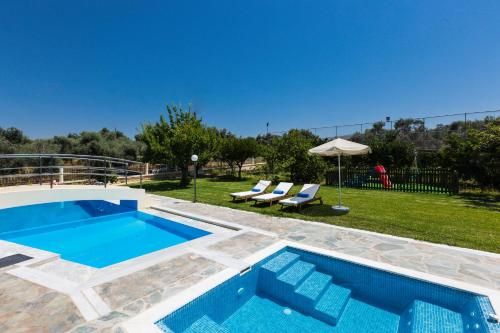 The swimming pool at or close to Villa Mary