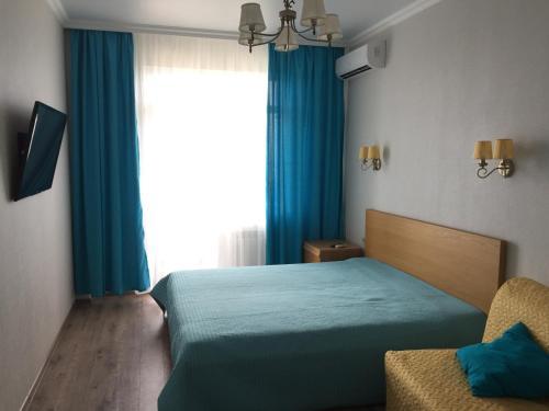 Кровать или кровати в номере Apartment on Halturina 11