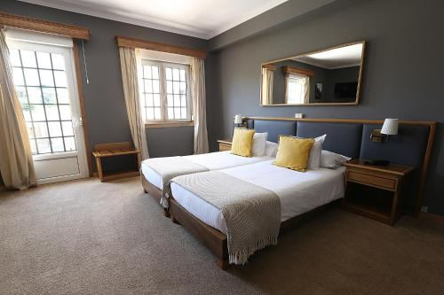 A bed or beds in a room at Cosy Sintra