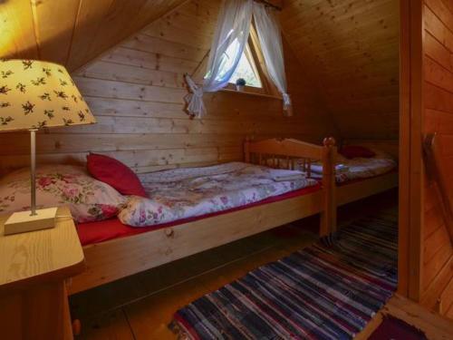 Łóżko lub łóżka w pokoju w obiekcie Domek Bala Z Kominkiem