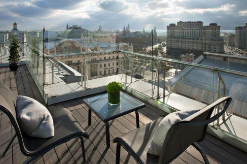 Een balkon of terras bij Ararat Park Hyatt Moscow