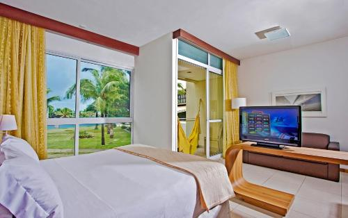 A television and/or entertainment center at Mar Brasil Hotel