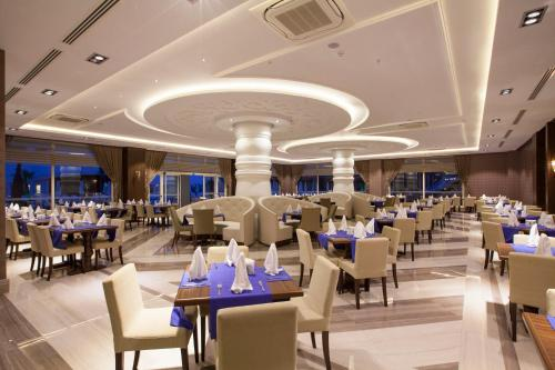 A restaurant or other place to eat at Diamond Elite Hotel & Spa - Adults Only (+16)