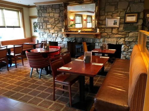 A restaurant or other place to eat at Old Loans Inn