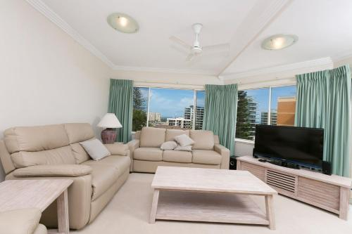 A seating area at Whitesands, Unit 402, 34-38 North Street