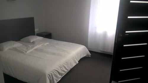 Łóżko lub łóżka w pokoju w obiekcie Essenza Party Center