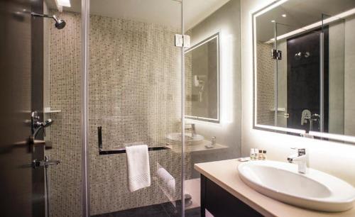 Ванная комната в Brijwasi Lands Inn