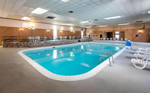 The swimming pool at or near Red Lion Hotel Ellensburg