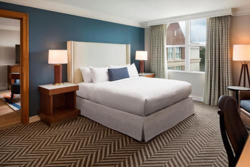 A bed or beds in a room at Hilton University of Florida Conference Center Gainesville