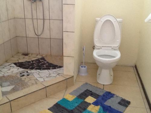 "A bathroom at Pension Turiroa "" Chez Olga"""