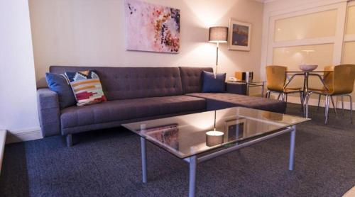 A seating area at Apartment Kent street PI702