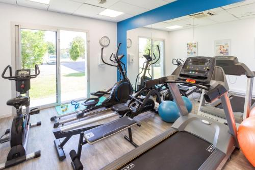 The fitness center and/or fitness facilities at Néméa Appart'hotel Toulouse Saint-Martin