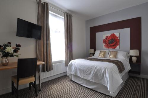 A bed or beds in a room at RBS Hotel