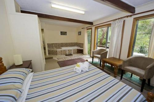 A bed or beds in a room at Magnetic Island Holiday House