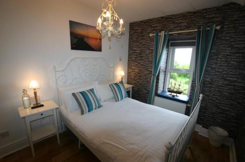 A bed or beds in a room at The Gaslight Inn Rossnowlagh