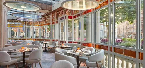 Restaurant ou autre lieu de restauration dans l'établissement The Connaught