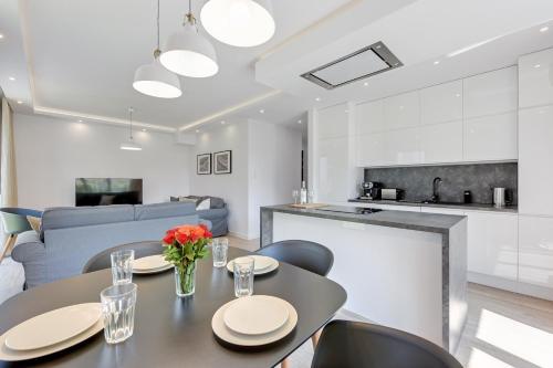 Kuchnia lub aneks kuchenny w obiekcie Nadmorze Premium Apartments