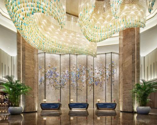 The lobby or reception area at Wanda Realm Resort Harbin Songbei