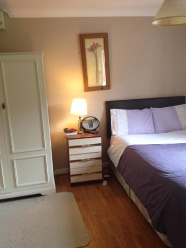A bed or beds in a room at Fairways B&B