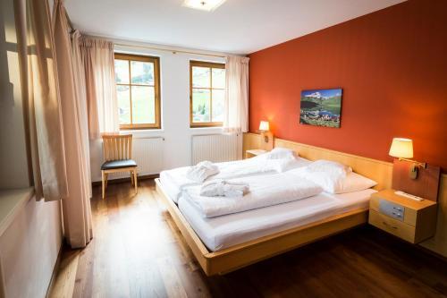 Ein Bett oder Betten in einem Zimmer der Unterkunft Posthotel Rössle